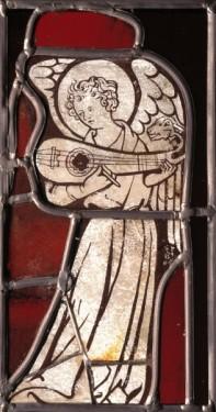 Musician angel, chapel of the Virgin, Rouen Cathedral, c.1310. White and flashed-ruby glass. Inv. no. 97.10, 23 x 13cm. © Musée départemental des Antiquités de Rouen (Yohann Deslandes).