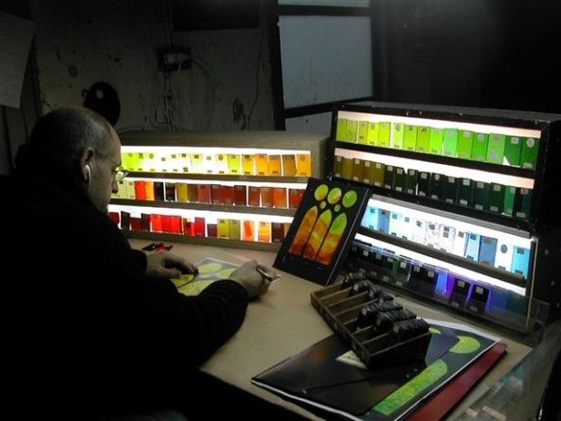 Antoni Vila Grau selecting colours in his studio.