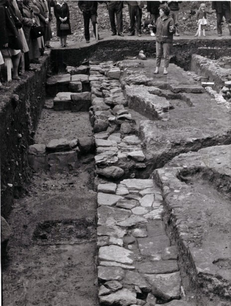 Rosemary Cramp leading excavations at Jarrow. Image courtesy of Professor Cramp