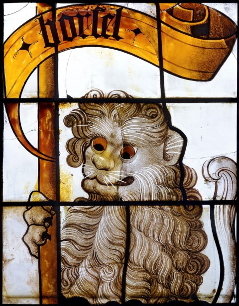 Heraldic glazing: a lion with a banner inscribed Borselen.