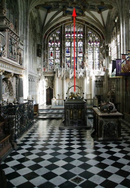 Fig. 7. Earl Richard tomb effigy and ceiling boss. © YM Pictures.