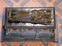 Fig. 4. King John's tomb with Saints Oswald and Wulfstan.