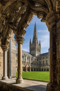 Fig. 1: The spire of Norwich cathedral from the cloisters.© Diliff, Creative Commons, Wikipedia.